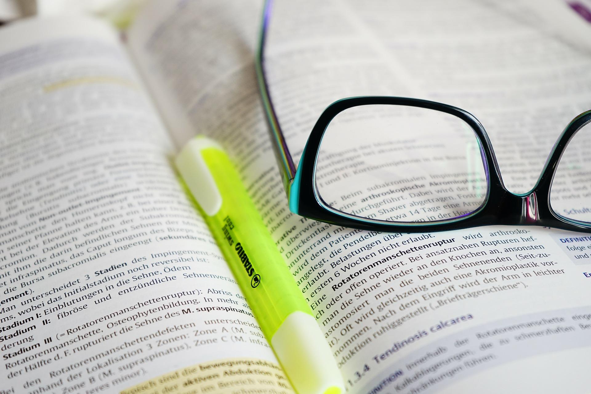 glasses-highlights-pixabay-272399_1920
