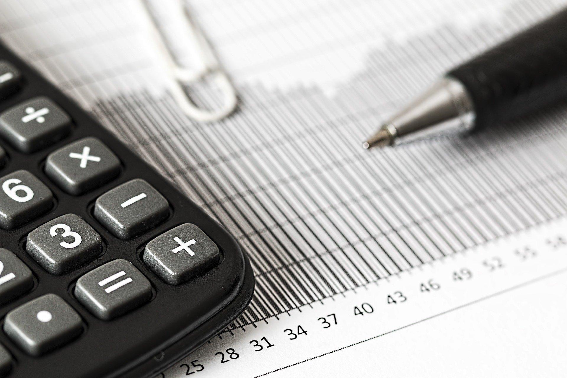 calculator-pixabay-1680905_1920